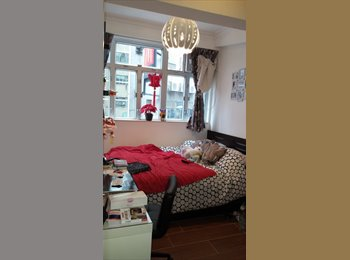 Spacious Room In Wan Chai Shared-apartment