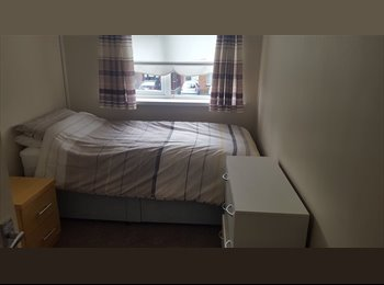 EasyRoommate IE - Single room to rent in safe neighbourhood!, Dublin - €400 pcm
