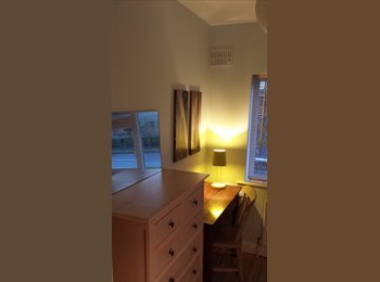 rooms available in Mahon Point area