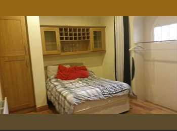Large double room 4km from city centre
