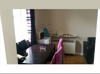 EasyRoommate IE - Double room in D2 - just off Pearse Street - Dublin City Centre, Dublin - €600 pcm
