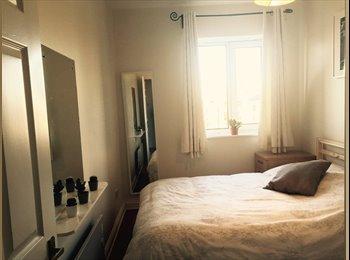 EasyRoommate IE - Central Double Room near the River Liffey - Dublin City Centre, Dublin - €750 pcm