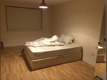 EasyRoommate IE - Large double room right in the heart of Dublin City Center - Dublin City Centre, Dublin - €950 pcm