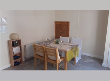 Double room to let, COUPLES ACCEPTED