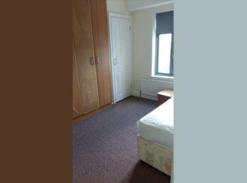 EasyRoommate IE - Room in big friendly house in Inchicore! , Dublin - €650 pcm