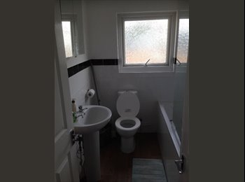 EasyRoommate IE - Three bed room flat available for share, Dublin - €600 pcm