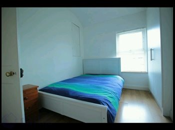 Bedroom avaliable for single or couple