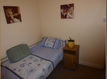 EasyRoommate IE - Double room with single bed, Cork - €350 pcm
