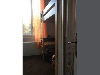 EasyStanza IT - camera in villa con giardino, Monza - € 400 al mese