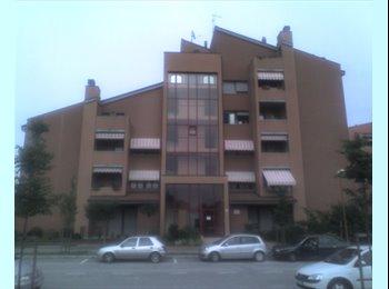EasyStanza IT - Affittasi stanza doppia/tripla - Cesena, Cesena - € 210 al mese