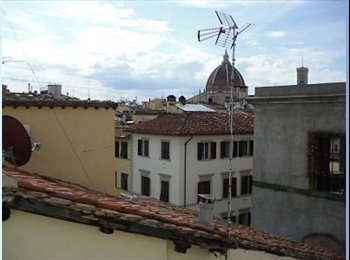 EasyStanza IT - Stanza Singola co bagno Privato, Firenze - € 495 al mese