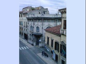 EasyStanza IT - Posti letto in doppia e singola - Veronetta, Verona - € 350 al mese
