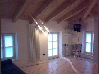 EasyStanza IT - Mansarda - studio indipendente con balcone a sud, Rovereto - € 600 al mese