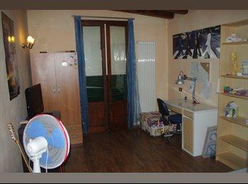 EasyStanza IT - 3 SINGOLE  1KM STAZIONE, Pisa - € 300 al mese