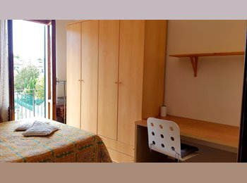SINGLE ROOM WITH DOUBLE BED/STANZA SINGOLA