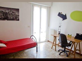 EasyStanza IT - camere arredate, Parma - € 290 al mese