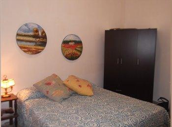 EasyStanza IT - bella stanza doppia di 24 mq con balcone  porta rudiae, Lecce - € 200 al mese