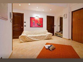 EasyStanza IT - Doppia con bagno privato - Catania centro, Catania - € 140 al mese