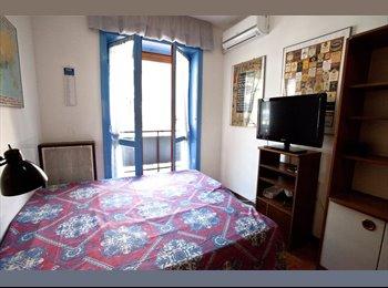 EasyStanza IT - Grande stanza con balcone - Milano Centro, Milano - € 500 al mese