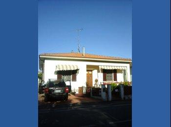 EasyStanza IT - camera doppia con bagno in casa privata - Livorno, Livorno - € 400 al mese