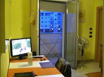 EasyStanza IT - Camera Matrimoniale arredata in Trilocale in ottimo stato  - Milano Sud (Rozzano, Melegnano, S. Donato, ..), Milano - € 550 al mese