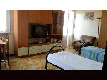 EasyStanza IT - Stanza doppia ingresso Ospedale Maggiore - Parma, Parma - € 160 al mese