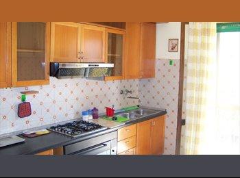 EasyStanza IT - Affittasi 4 Ampie Stanze Singole in Casa Indipendente. - Pescara, Pescara - € 200 al mese