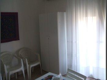 EasyStanza IT - Per ragazze lavoratrici - Politeama-Ruggero Settimo-Malaspina-Notarbartolo, Palermo - € 180 al mese