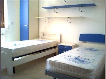 Affittasi ampia stanza singola a studenti e lavoratori