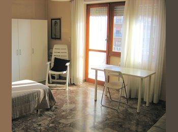 EasyStanza IT -  Stanza in Affitto in ampio appartamento quartiere Tuscolano - Tuscolano, Roma - € 400 al mese