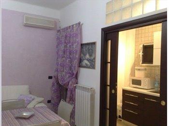 EasyStanza IT - affitto camera doppia luminosissima e d accogliente - Murat-San Pasquale, Bari - € 180 al mese