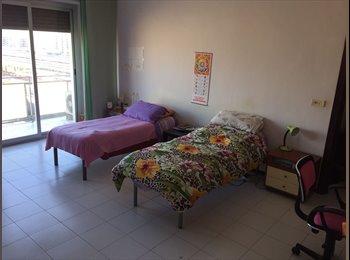 Via Q Sella vicinanze Stazione Ateneo posto letto in camera...