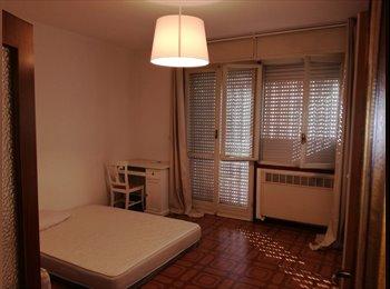 EasyStanza IT - Affitto 4 stanze singole arredate via Byron a donne lavoratrici referenziate - P.za Unità - Stalingrado - San Donato, Bologna - € 300 al mese