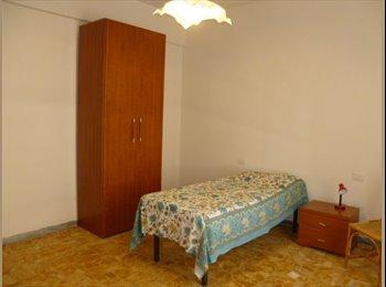 EasyStanza IT - affitto  ampia e luminosa camera singola - Campo di Marte - Le cure - Coverciano, Firenze - € 320 al mese