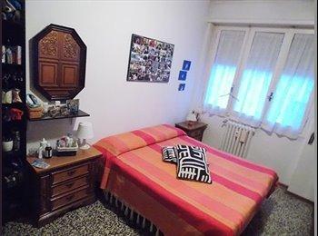 EasyStanza IT - ampia stanza doppia o singola - Pescara, Pescara - € 165 al mese