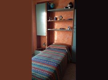 EasyStanza IT - STANZE PER STUDENTESSE O LAVORATRICI - Lecce, Lecce - € 160 al mese