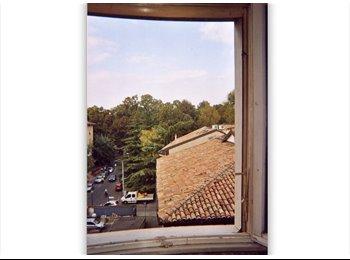 Parco Ducale, ampia e tranquilla camera al 4° piano...