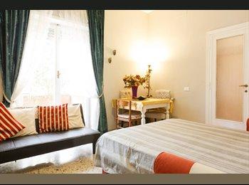 20 MQ di stanza e libertà,con balcone(V piano)  nel CUORE e...