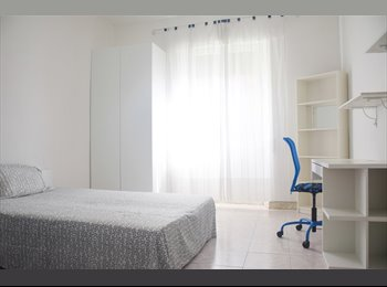 camera singola luminosa Appia Nuova vicino metro A
