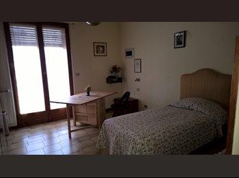 EasyStanza IT - Stanza spaziosa, luminosa e tranquilla - Alberti - Bellariva, Firenze - € 300 al mese