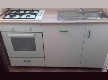 EasyStanza IT - Offro camere in appartamento comodo a Tutti i servizi! - Vanchiglia - Regio Parco, Torino - € 300 al mese