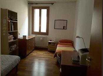 EasyStanza IT - AMPIA DOPPIA LIBERA DA AGOSTO/SETTEMBRE, zona Savonarola/Liviano/Maldura - Padova, Padova - € 215 al mese