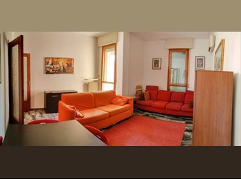 EasyStanza IT - CAMERE SINGOLE IN CENTRO A FERRARA ARREDATA, Ferrara - € 240 al mese