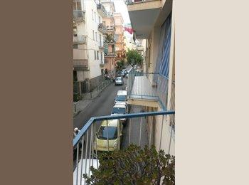 EasyStanza IT - Ampia camera in Salerno, Salerno - € 210 al mese