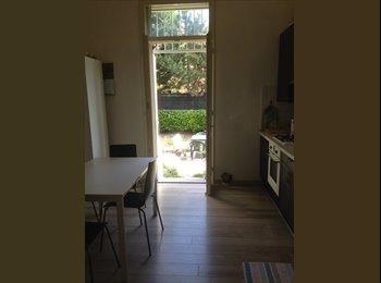 EasyStanza IT - Singola in appartamento in centro con giardino, Parma - € 290 al mese