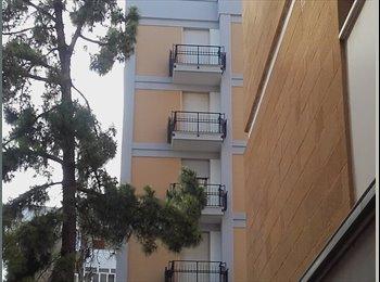 EasyStanza IT - Affittasi ampia stanza singola studentesse Lecce, Lecce - € 160 al mese