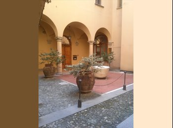 In the heart of the historic center of Bologna, rent two...