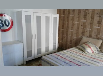 EasyStanza IT - Grande singola con letto matrimoniale via Facciolati, Padova - € 360 al mese