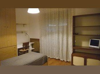 EasyStanza IT - ampia stanza vicino Università Cattolica - Gemelli, Roma - € 360 al mese