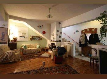 EasyStanza IT - Affitto due camere singole a San Lorenzo a studentesse o lavoratrici, Roma - € 450 al mese